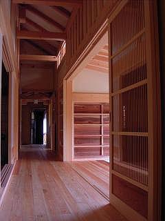 本堂内部の廊下