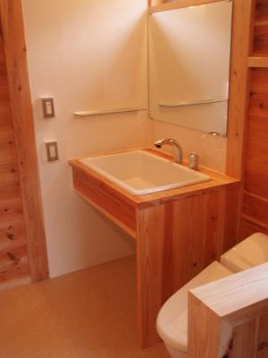 イレを中心に据えた洗面・脱衣場