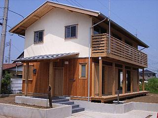 切妻屋根の家。