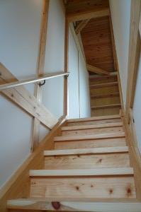 踏巾の広い階段