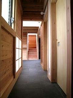 玄関から階段