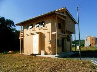 採光と換気の確保を目的とした屋根