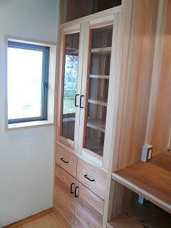 台所の作り付けの食器棚