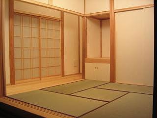 居間の隣は和室
