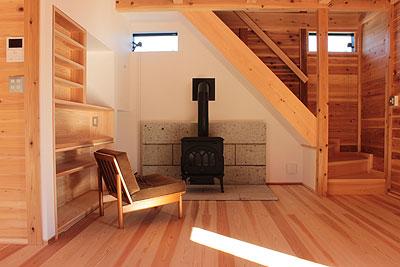 階段と薪ストーブ