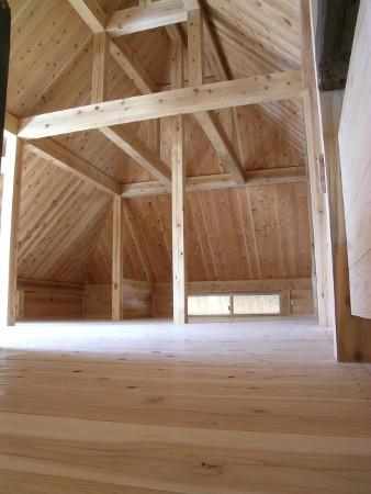 屋根裏の隅角部