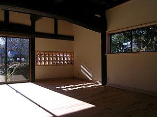 木製の引き違い窓