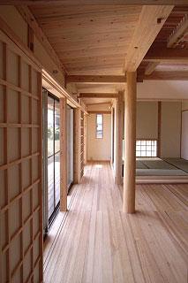 和室と茶の間をつなぐ縁側