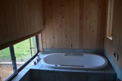 ヒバの香りゆたかな浴室