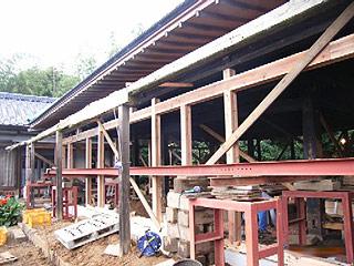 石場建ての柱